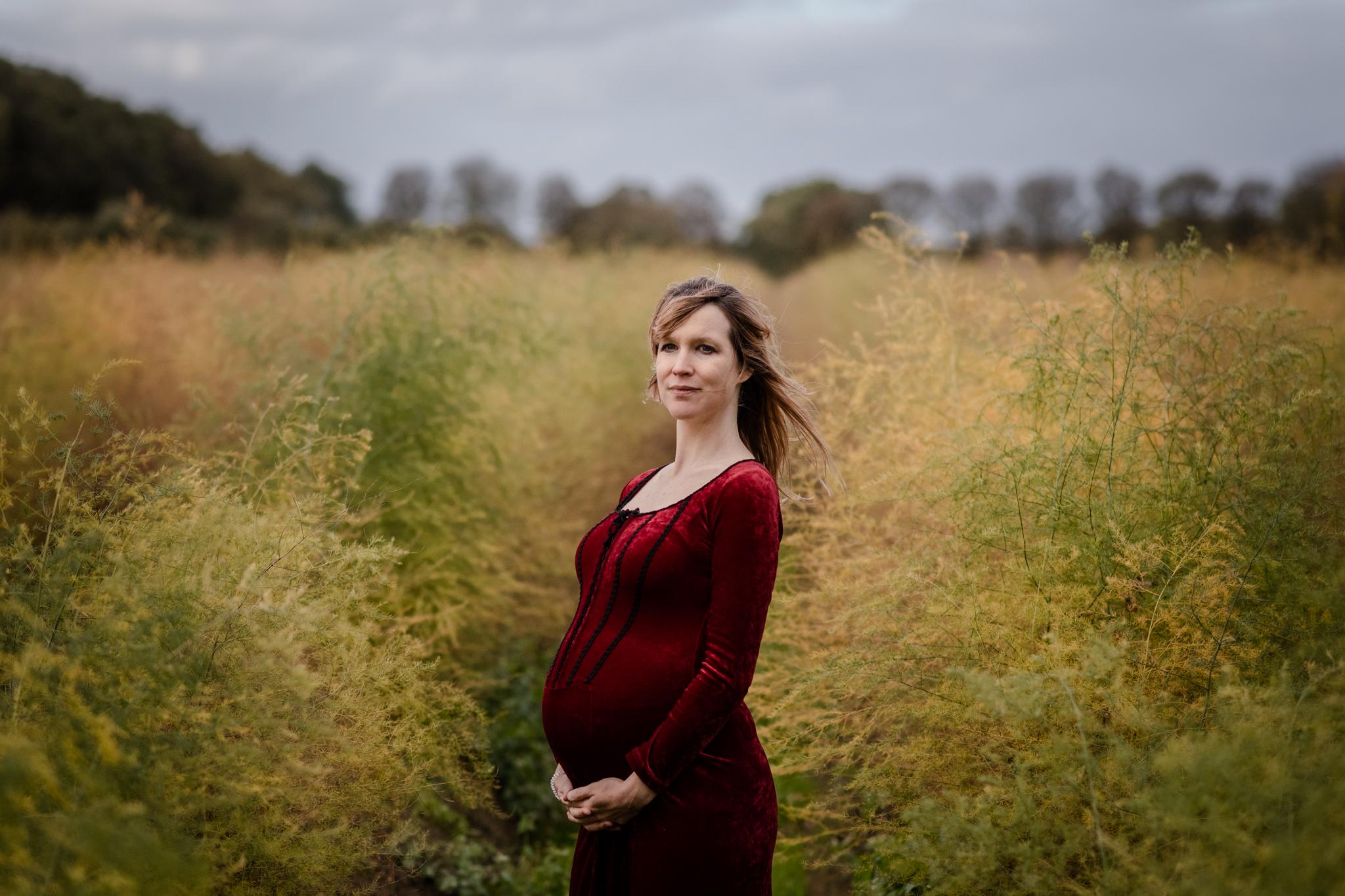 Zwangerschapsshoot: Gothic in de Alphense bossen